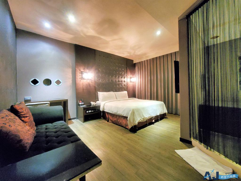 高雄 日光河堤時尚旅店 浪漫雙人房 愛河旁的便宜飯店