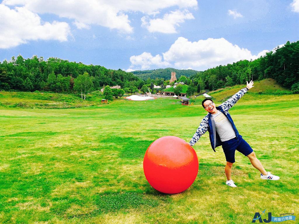 國營瀧野鈴蘭丘陵公園 北海道超人氣親子公園 有大溜滑梯、室內遊戲場 冬天還有滑雪場喔 票價、營業時間分享