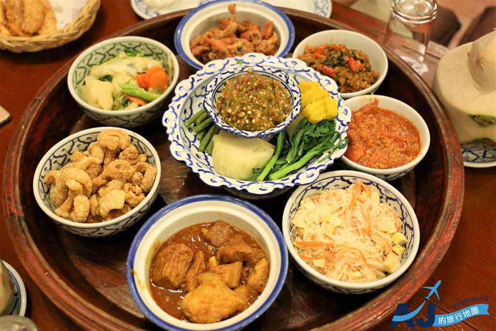 (清邁美食)康托克帝王餐宴 Khantoke Dinner 蘭那王國帝王餐 飯店接送服務與線上預約方式