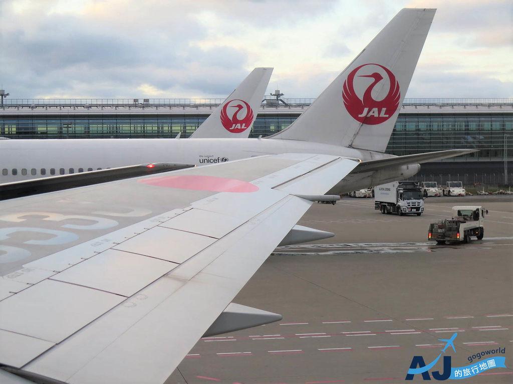 日本航空 JL99 東京羽田HND>台北松山TSA 經濟艙飛機餐、托運行李重量、飛行經驗分享