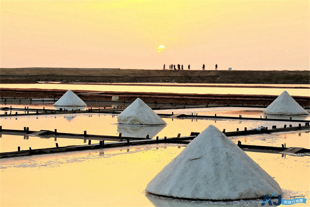 井仔腳瓦盤鹽田 台灣最古老的鹽田 可愛的小鹽山堆滿地 開放時間分享