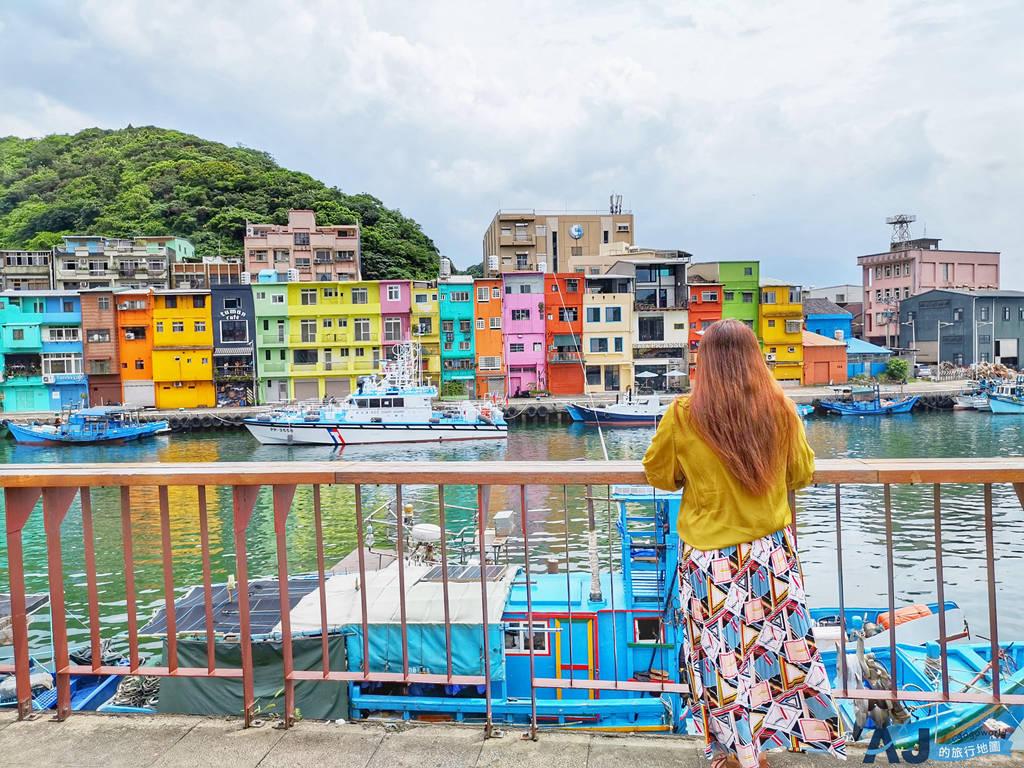 (基隆景點)正濱漁港彩色屋 & 默默吃海景咖啡館 老漁港的新生命