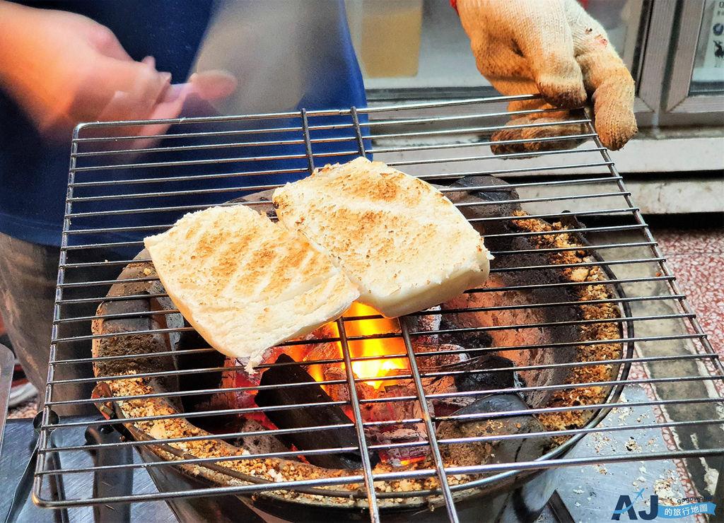 台南美食:碳饅堡 豆漿宵夜早點 炭烤煉乳饅頭、脆皮蛋餅好吃 菜單與營業時間分享