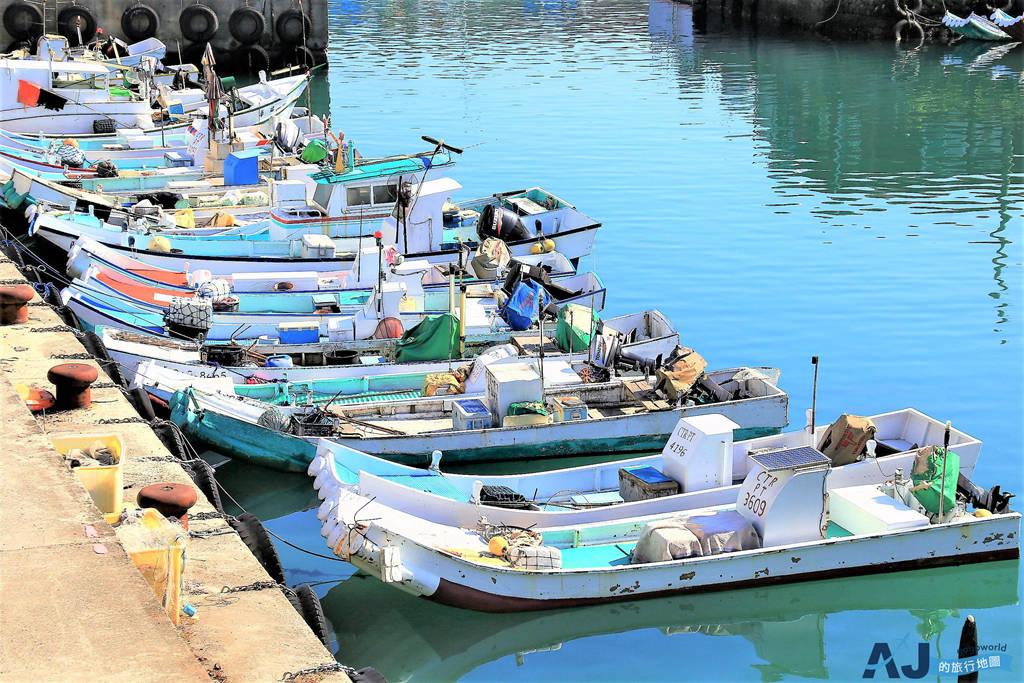 (小琉球海景咖啡館)灰窯人文咖啡 Coral Cafe 喝咖啡看白沙尾漁港 悠閒度過一下午