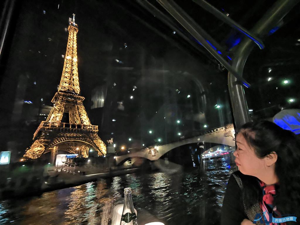 巴黎塞納河遊船晚餐推薦:Bateaux Parisiens 玻璃船窗邊座位+法式晚餐+紅白酒 孝親或蜜月旅行適用