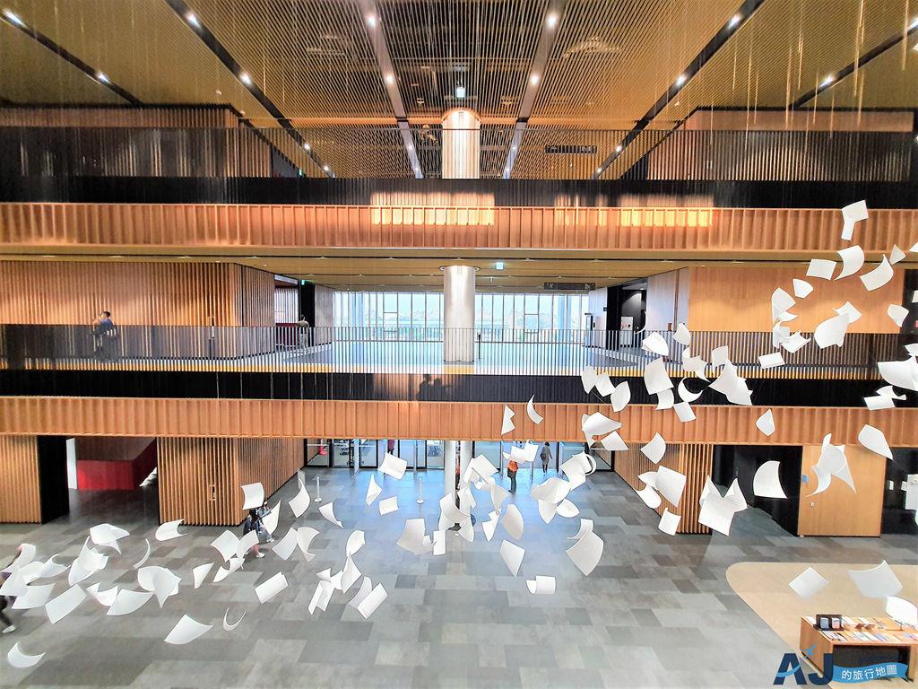 臺南市立圖書館總館:台灣荷蘭建築師團隊作品 紅色大階梯是亮點 館內設施分享